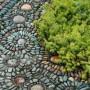 Sodo takeliai iš mozaikų